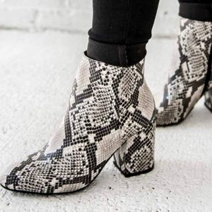 💥FLASH SALE💥Faux Snake Booties